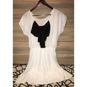 Dresses & Skirts - Impeccable pig white & black bow dress (L)